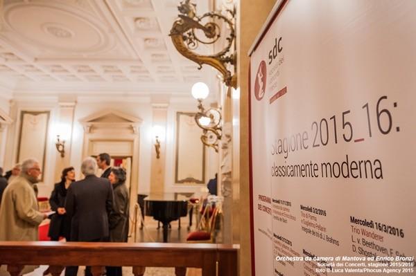 Trieste, 11/11/2015 - Società dei Concerti - Teatro Lirico Giuseppe Verdi - Orchestra da camera di Mantova ed Enrico Bronzi - Foto Luca Valenta/Phocus Agency © 2015